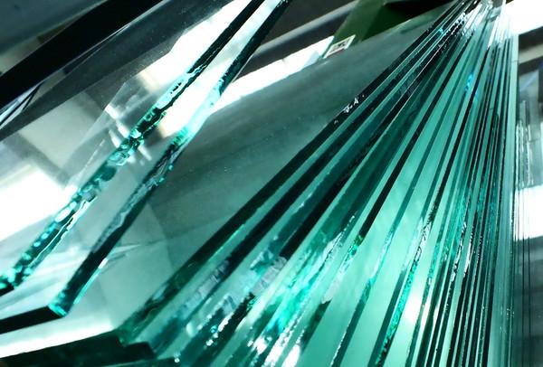 На первом в Казахстане заводе по производству флоат-стекла проводится монтаж стальных конструкций